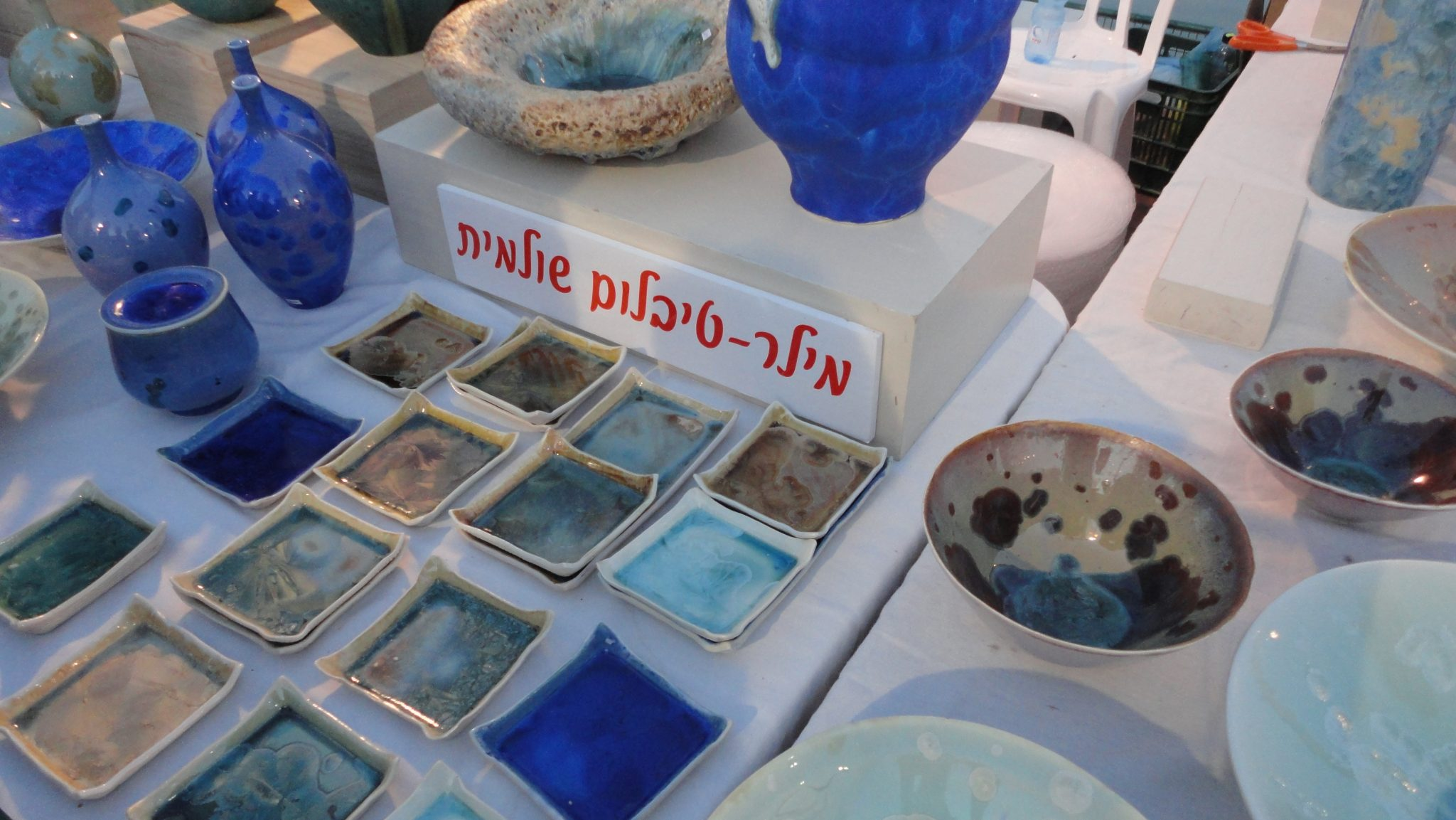 Kad Vachomer is where you can paint and decorate your own ceramic dishes and take them home with you