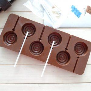 Simple Ways To Make Chocolate